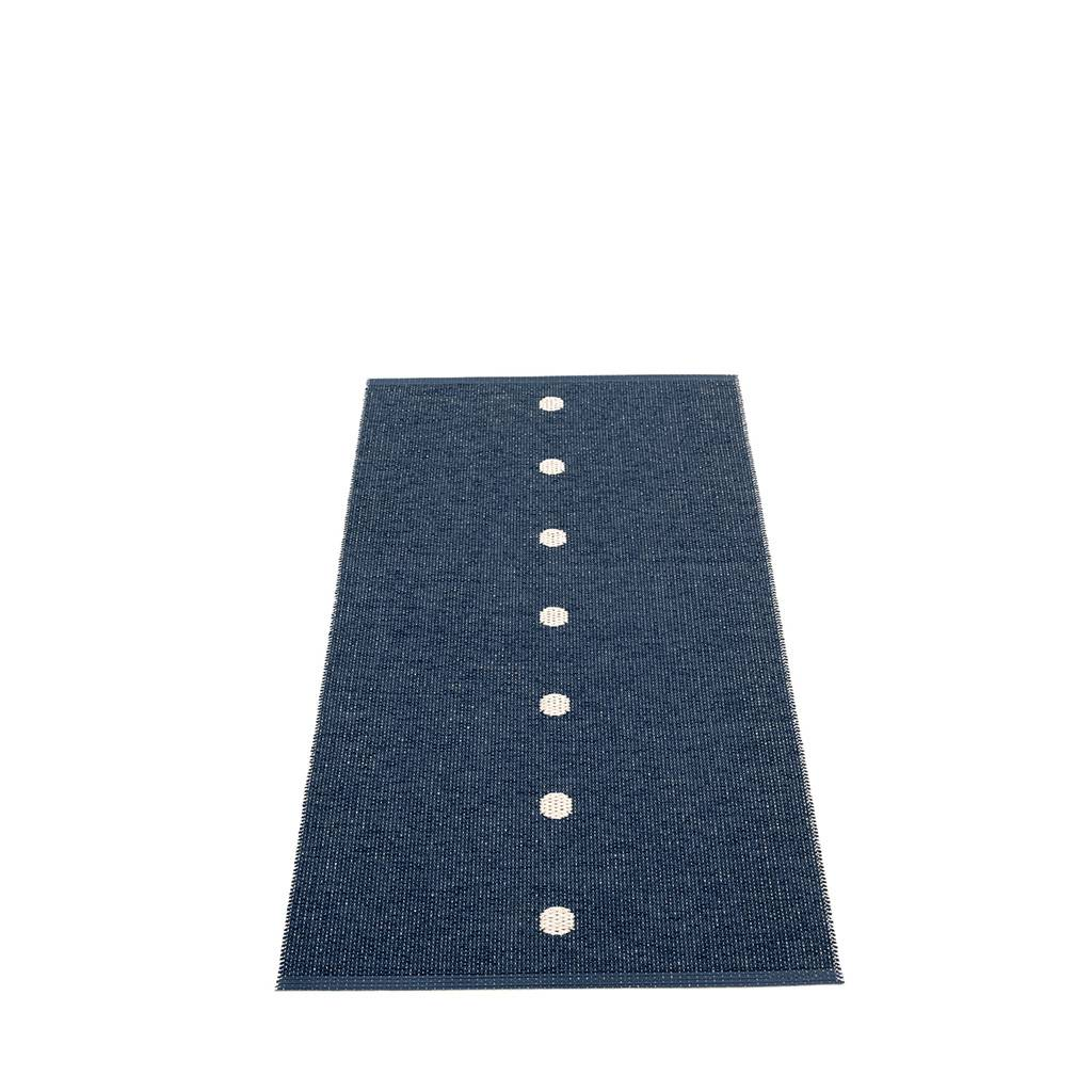 pappelina Peg Outdoor-Teppich - dunkelblau / vanille 70 x 140cm PE3G714