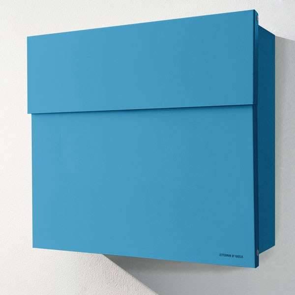 Radius Design Letterman 4 Briefkasten blau (RAL 5012) ohne Klingel mit Pfosten in Briefkastenfarbe 565 n